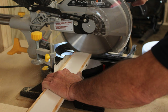 Chicago Electric saw, cutting wood planks