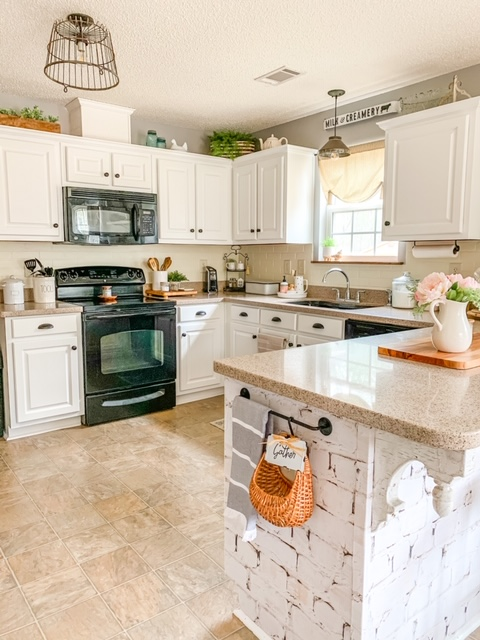 white cottage kitchen, white kitchen, white kitchen cabinets, cottage style kitchen