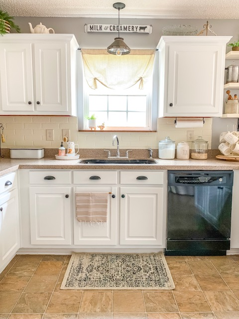 white kitchen cabinets, white kitchen, cottage kitchen, white cottage style kitchen