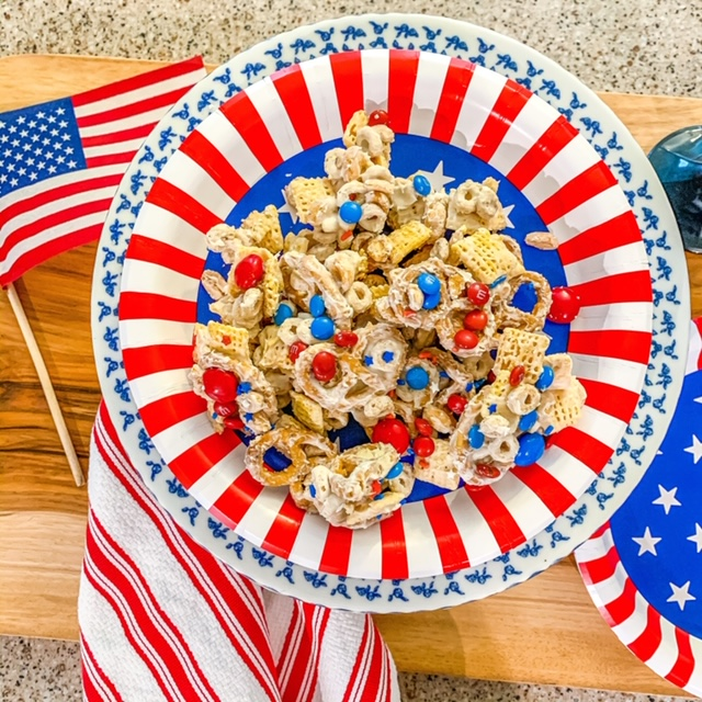 patriotic party mix for July 4th, patriotic party mix, patriotic snacks, snacks for July 4th