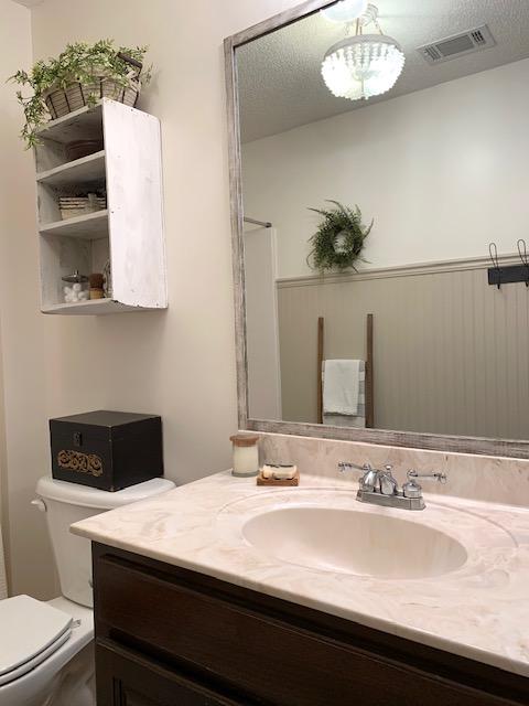 cottage style bathroom decor