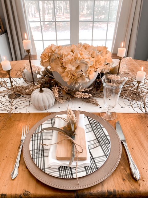 thanksgiving table scape using warm and cool tones