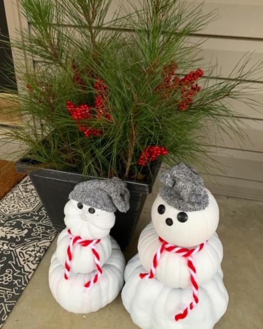 DIY pumpkin snowmen