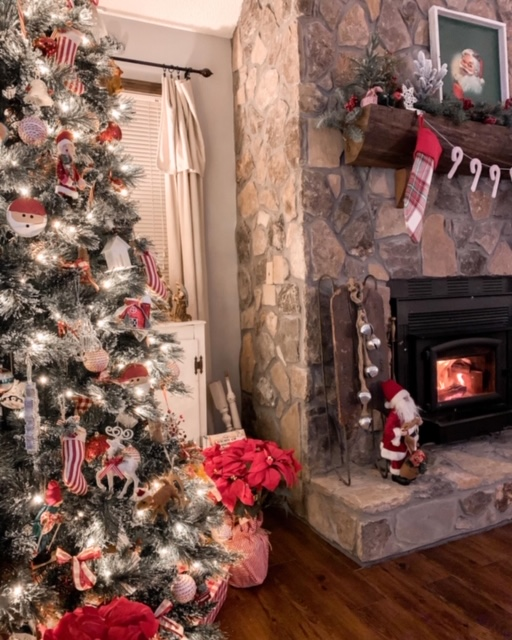 cozy cottage living room at Christmas